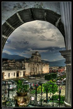 Parroquia de San Jose desde el Ayuntamiento de la ciudad de Antigua Guatemala-