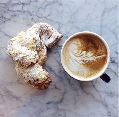 Café et croissant ....