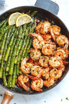 Lemon Garlic Butter Shrimp with Asparagus - So much flavor and so easy to throw together, this shrimp dinner is a winner! : Lemon Garlic Butter Shrimp with Asparagus - So much flavor and so easy to throw together, this shrimp dinner is a winner! Lemon Garlic Butter Shrimp, Butter Chicken, Lemon Garlic Asparagus, Butter Prawn, Garlic Parmesan Shrimp, Clean Dinners, Food Dinners, Cooking Recipes, Healthy Recipes