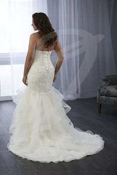 Balletts Bridal - 24909 - Wedding Gown by Jacquelin Bridals Canada - Beaded lace appliques cover the bodice of this dramatic mermaid gown. The skirt is made of layer of tulle that have been finished with horsehair trim. The back features a lace up.
