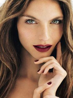 If you're a bride who loves burgundy and you're getting married in the fall, then this is the time to express that love and wear a gorgeous wine colored pout on your big day.  Yes to the lips and to the nails!