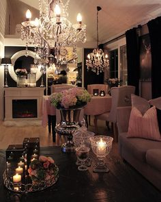Luxury House Interior Design Tips And Inspiration Glam Living Room, Chandelier In Living Room, Cozy Living Rooms, Living Room Decor, Romantic Living Room, Dining Room, Modern Chandelier, Elegant Home Decor, Elegant Homes