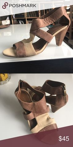 Chic leather & canvas Nine West open-toe sandal Buttery, soft brown leather and canvas heels with bronze zip at the back for easy wearing. Super comfy! Only worn twice, excellent gently used condition. The open-toed style is perfect for spring. Nine West Shoes Sandals