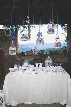 ribbons + birdcages http://weddingwonderland.it/2015/12/matrimonio-country-azzurro-viola.html