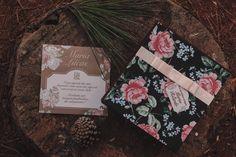 La Conviteria - Caixa Convite Madrinha e Padrinho #wedding #casamento #gif #love #papelaria #exclusividade #amor #madrinha #padrinho #pajen #daminha #cartonagem #caixa #lembrancinha #personalizados #gif #convite #flowers #flores