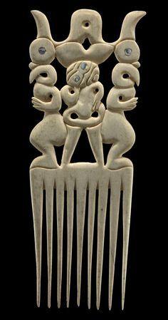 Maori comb, Museum of New Zealand Te Papa Tongarewa Vintage Hair Combs, Vintage Hair Accessories, Maori Patterns, Tribal Hair, Polynesian Designs, New Zealand Art, Masks Art, Art Deco Period, Bone Carving