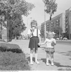 Spacer ulicami Śródmieścia, 1971 r. What Is Vintage, Childhood Memories, Poland, Nostalgia, Retro, Grandmothers, Socialism, Havana, Sunset
