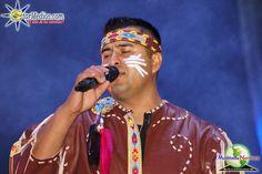 Vocalista  de Cuisillos interpretando los mejores temas románticos que caracteriza a la banda