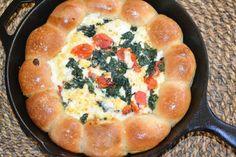 ちぎりパンがメイン料理に♡「スキレットブレッド」の作り方 - Locari(ロカリ)