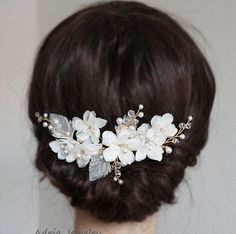***Metal available in Gold ans Silver. Flowers available in Off White and Ivory*** ***Color and shape can be customized*** ***Can be made into a