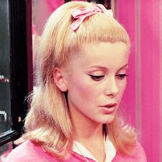film MY EDIT pink musical Catherine Deneuve Jacques Demy The Umbrellas of Cherbourg les parapluies de cherbourg Catherine Deneuve, Daphne Blake, Most Beautiful Faces, Beautiful People, Vintage Hairstyles, Wig Hairstyles, 1960s Hair, Business Hairstyles, Golden Hair