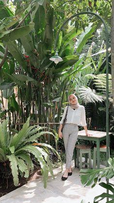 Hijab Casual, Ootd Hijab, Simple Hijab, Modern Hijab Fashion, Street Hijab Fashion, Hijab Fashion Inspiration, Muslim Fashion, Ootd Poses, Mode Turban