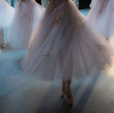 Find images and videos about beautiful, gif and dance on We Heart It - the app to get lost in what you love. Magazine Sport, Tutu, Princess Aesthetic, Ballet Photography, Foto Art, Jolie Photo, Just Dance, Tap Dance, Photos