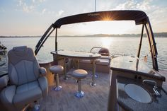 The SES model from Manitou Pontoon Boats offers unique floor plans with features including a grill, sink, bar and redesigned seating. The SES is the perfect combination of performance with luxury. Boat Design, Patio Design, Manitou Pontoon, Pontoon Boat Seats, Pontoon Stuff, Pontoon Boat Furniture, Pontoon Boat Accessories, Camping Accessories, Luxury Pontoon Boats