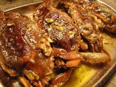 Sauteed Soft shell crabs with garlic and butter! It's getting to be that season again! Blue Crab Recipes, Fish Recipes, Seafood Recipes, Cooking Recipes, Seafood Meals, Crab Dishes, Seafood Dishes, Crab And Lobster, Fish And Seafood