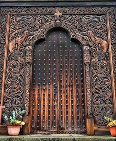 """Viking Door ~ Stockholm, Sweden ~ Mik's Pics """"Doors, Vinders und Gates l"""" board Cool Doors, Unique Doors, The Doors, Entrance Doors, Doorway, Windows And Doors, Grand Entrance, Garage Doors, Foto Transfer"""