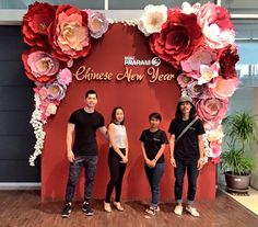 15 New Ideas Wedding Backdrop Chinese New Years Chinese Wedding Decor, Chinese New Year Decorations, Chinese Theme, New Years Decorations, Wedding Decorations, Paper Flower Backdrop, Paper Flowers, Wedding Paper, Wedding Wall