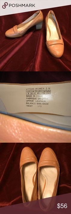 Women's Rockport Seven to 7 Bombe Loafer 9m Perfect pump for ladies who stand all day.  I changed jobs and now no longer have to show my feet so I wear Birks.  I wore these a couple of times (see sole photo).  They have Adidas Support Technology and are very comfortable. Rockport Shoes Heels