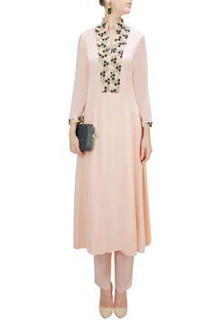 Skin colour beehive pattern embroidered kurta set by ILK. Pakistani Dresses, Indian Dresses, Indian Outfits, Tunic Designs, Salwar Designs, Kurta Patterns, Dress Patterns, Oriental Fashion, Indian Fashion