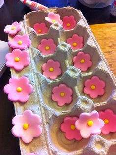 Easy Way to Shape Fondant Flowers and like OMG! get some yourself some pawtastic adorable cat apparel! Cake Decorating Techniques, Cake Decorating Tutorials, Cookie Decorating, Cake Icing, Cupcake Cakes, Easy Fondant Cupcakes, Easy Fondant Decorations, Flower Decorations, Frosting