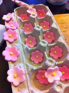 Easy Way to Shape Fondant Flowers
