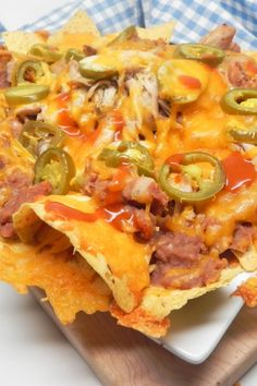 Nachos are upgraded with refried beans, chicken, jalapenos, and Cheddar cheese in this recipe for the party and potluck favorite that's a breeze to prepare. Fajita Nachos Recipe, Best Nacho Recipe, Chicken Nachos Recipe, Basic Recipe, Yummy Appetizers, Appetizer Recipes, Canning Refried Beans, Buffalo Chicken Nachos