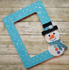 Craft up a simple snowman picture frame with your kids and display your favorite holidays photos in them! Craft up a simple snowman picture frame with your kids and display your favorite holidays photos in them! Christmas Crafts For Kids To Make, Great Christmas Gifts, Xmas Crafts, Simple Christmas, Diy For Kids, Christmas Presents, Snowman Photos, Snowmen Pictures, Christmas Picture Frames