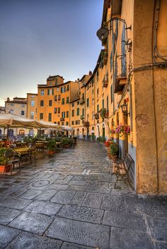 Piazza dell'Anfiteatro, Lucca, Tuscany, Italy..