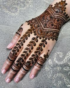 I love the arts concept of this mehandi