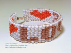 Beading for the very beginners: A bracelet in square stitch