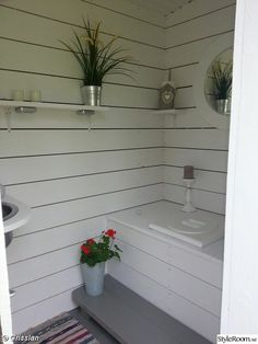 Outside Toilet, Outdoor Toilet, Cabin Bathrooms, Outdoor Bathrooms, Outhouse Bathroom, Summer Cabins, Backyard Bar, Red Cottage, Composting Toilet