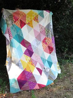 sparkling by StitchedInColor quilt Quilting Tutorials, Quilting Projects, Quilting Designs, Sewing Projects, Quilting Ideas, Hexagon Quilt, Geometric Quilt, Triangle Quilts, Quilt Modernen