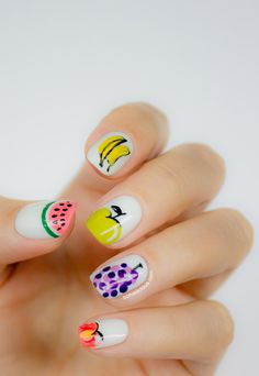 Cute nails, summer nails.  Click through for more details of this manicure