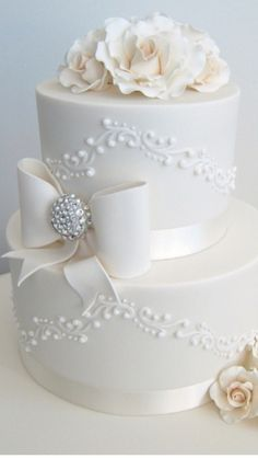 See more about white wedding cakes, wedding cake roses and wedding cakes. Wedding Cake Roses, Wedding Cakes With Cupcakes, White Wedding Cakes, Beautiful Wedding Cakes, Gorgeous Cakes, Pretty Cakes, Cute Cakes, Cupcake Cakes, Fancy Cakes