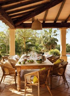 Patio ideas and backyard designs in Mediterranean style bring together the beautiful, lush European countryside, elegant and comfortable decor and the relaxed, culturally rich lifestyle Outdoor Rooms, Outdoor Dining, Outdoor Gardens, Indoor Outdoor, Outdoor Decor, Porch And Terrace, Jardin Decor, Spanish Interior, Mediterranean Home Decor