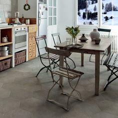 Vytvořte stylový interiér, jednoduše pomocí originální dlažby. Hexagony jsou krásné, třeba do kuchyně. Inspirujte se u nás, link na 3D prohlídku našeho showroomu je v biu. A ten výhled z okna? Showroom, Office Desk, Table, Furniture, Design, Home Decor, Travertine, Desk Office, Decoration Home