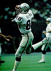 Raymond Chester and Oakland Raiders Images, Oakland Raiders Football, Nfl Oakland Raiders, Football Team, Raiders Stuff, Raiders Fans, Tight End, Raider Nation, Sports Stars