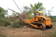 An Eimco Model 105 clearing scrub and brush in Texas, equipped with a hydraulic angle blade. The rear mounted radiator shows well in this view as does the big, flat rear chassis plate, ideal for mounting all sorts of extra equipment.