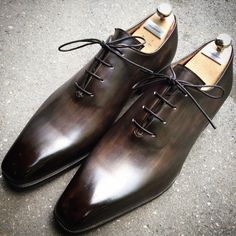 caulaincourtparis sur Instagram : RIVA model, on dragon last, grey/black gun patina #contrast #grey #handmade #france #paris #caulaincourt #caulaincourtshoes #dandy #menstyle #menshoes #patina #wardrobe #men #styleCaulaincourt #last #caulaincourtparis #madeinfrance #shoes #polish #shoeshine #luxury #leather #myshoes #luxe #shoemaker #design #luxurybrand #luxurystyle