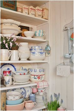 ~Magical Home Inspirations~ : Photo Cozy Cottage, Cottage Living, Cottage Style, Romantic Cottage, Cottage Kitchens, Home Kitchens, Vintage Dishes, Vintage Kitchen, Vintage China