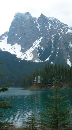 Mt. Burgess and Emerald Lake at Yoho National Park in the Canadian Rockies of British Columbia, Canada • photo: Timon Orawski on Wikipedia