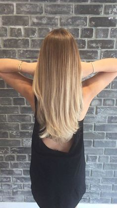 Here's Every Last Bit of Balayage Blonde Hair Color Inspiration You Need. balayage is a freehand painting technique usually focusing on the top layer of hair resulting in a more natural and dimensional approach to highlighting. - October 05 2019 at Hair Color Trends Balayage, Ombre Hair Color, Blonde Color, Brunette Color, Hair Trends, Balayage Straight Hair, Blonde Balayage, Balayage Hairstyle, Balayage Highlights