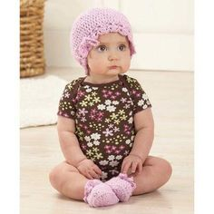 Tiny Tot Hat & Booties Set Free Download Sizes: Infant (6-12 mos)