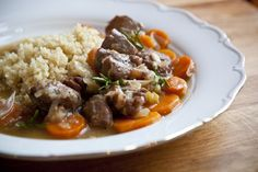 Kitchenette — Jehněčí na rosé, medu a rozmarýnu Kitchenette, Beef, Rose, Bulgur, Meat, Pink, Roses, Kitchen Nook, Steak