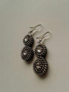 Zipper earrings.            Kolczyki z zamka błyskawicznego