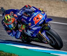 I'm sorry for all my fans. You fans we're awesome Lo siento por mis fans. Vinales, Sport Bikes, Motogp, Motorcycles, Fans, Awesome, Vehicles, Sports, Legends