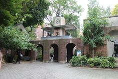 Central Park Zoo Entrance , New York Places In New York, Beautiful Park, The Eighth Day, Online Images, Central Park, Arcade, New York City, Entrance, Mansions