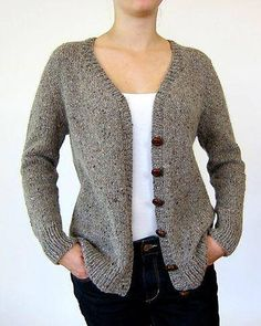 Ravelry: Antonia/Antonio pattern by Julie Weisenberger - simple & elegant grey knitted tailored top down seamless cardigan Knitting Stitches, Knitting Patterns Free, Knit Patterns, Baby Knitting, Knitting Ideas, Gilet Mohair, Knit Cardigan Pattern, Baby Cardigan, Knit Crochet