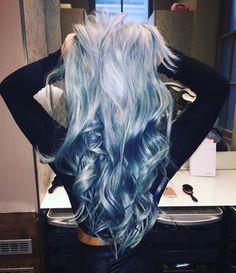 Blondes Haar mit blauen Reflexen Blond hair with blue reflections Blond hair with blue RDirty blond Fun Blue Hair Ideas we Silver Blue Hair, White Hair, Coloured Hair, Cool Hair Color, Hair Colors, Blue Hair Colour, Pastel Blue Hair, Colorful Hair, Colours