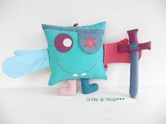 coussin doudou marionnette p'tit monstre pirate et son épée ...pour faire partir les mauvais rêves : Jeux, jouets par graine-de-pensee